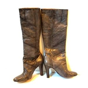 Unique Frye boot Dark grey snakeskin sz 9